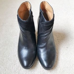SOFFT Black Leather Ankle Boots Size. 8.5 N